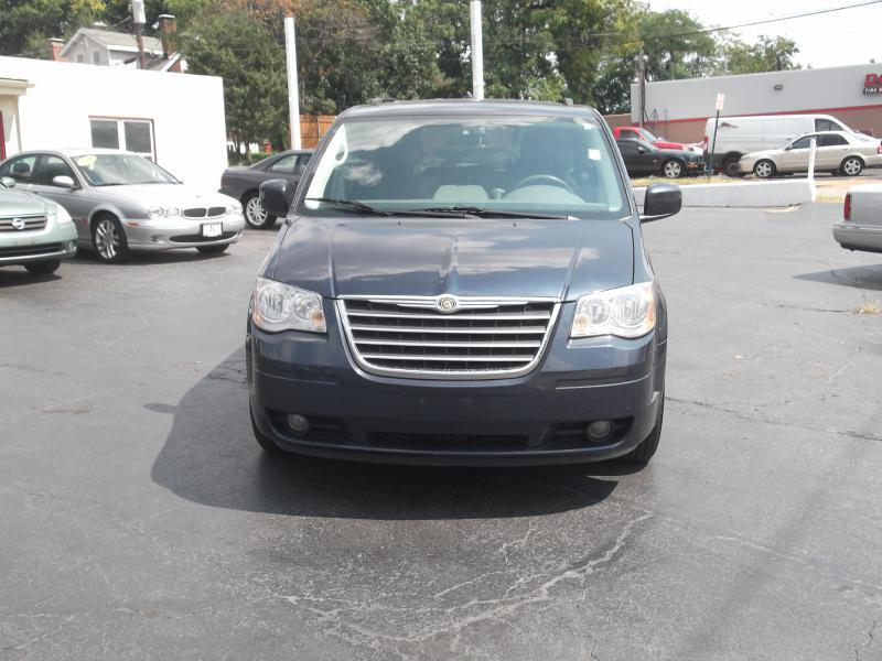 2008 Chrysler Town and Country Touring 4dr Mini-Van - St. Louis MO