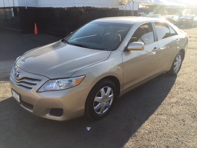 2010 TOYOTA CAMRY LE V6 4DR SEDAN 6A gold 2-stage unlocking - remote abs - 4-wheel air filtrati