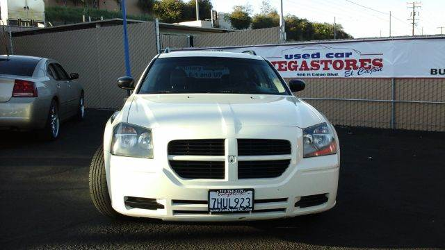 2005 DODGE MAGNUM SXT 4DR WAGON white abs - 4-wheel center console - front console with storage