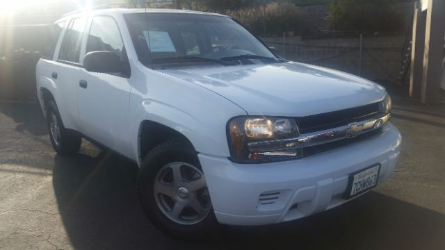 2004 CHEVROLET TRAILBLAZER LS 4DR SUV white abs - 4-wheel axle ratio - 342 center console clo