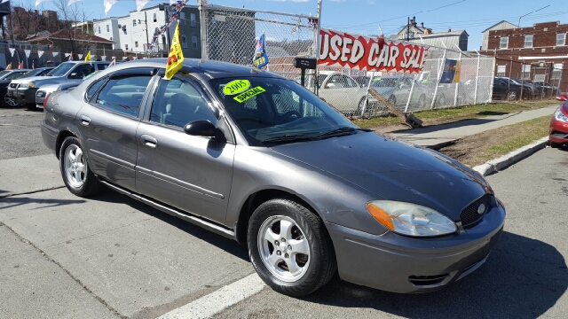 2005 ford taurus se 4dr sedan in paterson nj moose motors. Black Bedroom Furniture Sets. Home Design Ideas
