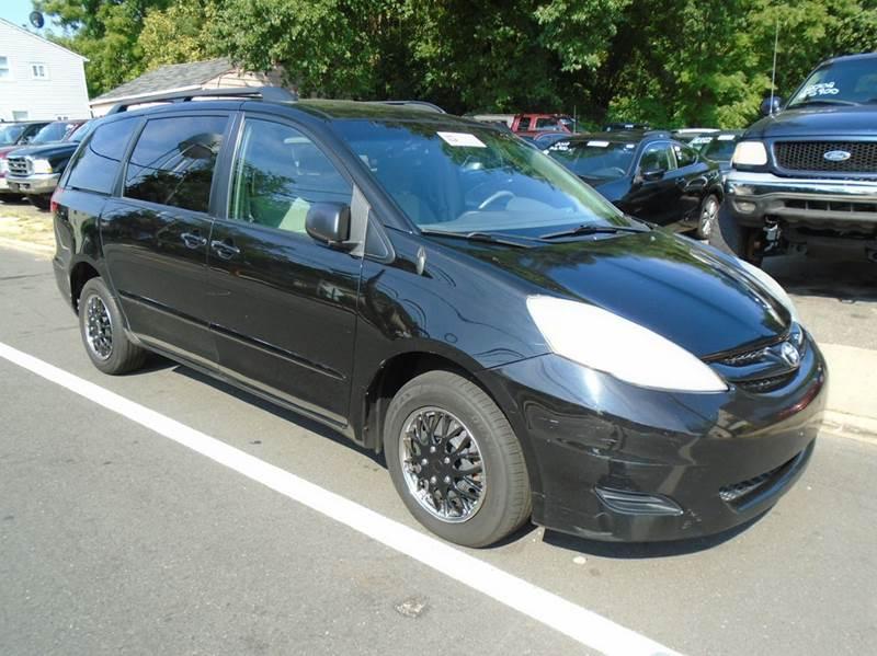 2009 Toyota Sienna Le 7 Passenger 4dr Mini Van In New