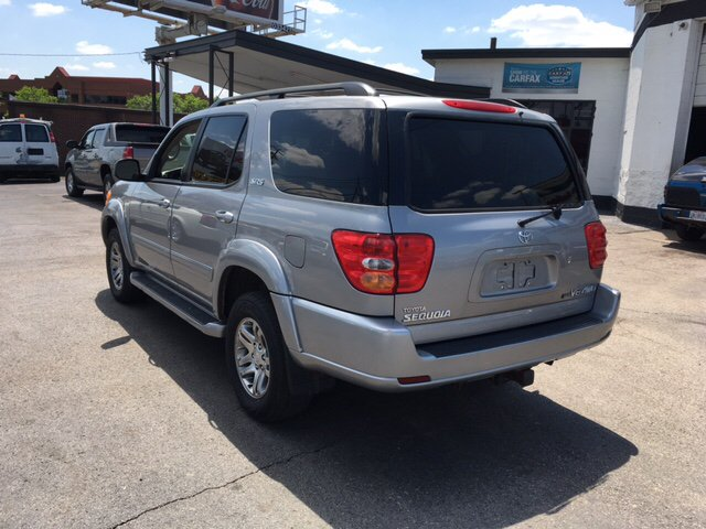 2004 Toyota Sequoia SR5 4WD 4dr SUV - Columbus OH