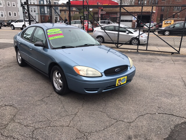 2005 Ford Taurus SE 4dr Sedan - Dorchester MA