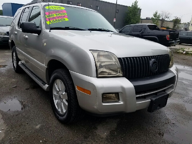 2006 mercury mountaineer awd luxury 4dr suv in dorchester Adams street motors