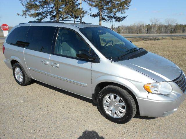 2005 chrysler town and country touring 4dr ext minivan in shakopee belle plaine burnsville buy. Black Bedroom Furniture Sets. Home Design Ideas