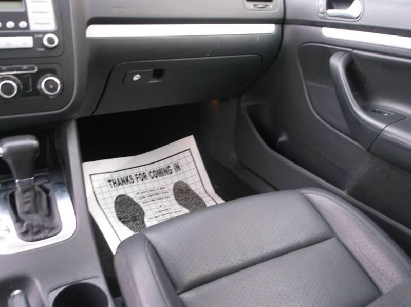 2010 Volkswagen Jetta SEL 4dr Sedan 6A - Cleveland OH