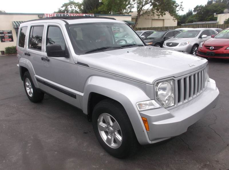 new style jeep liberty release date price and specs. Black Bedroom Furniture Sets. Home Design Ideas
