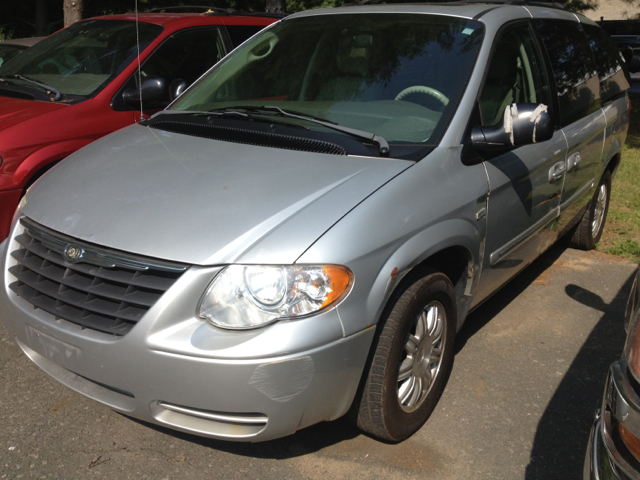 2006 Chrysler Town and Country Touring 4dr Extended Mini Van - Latham NY