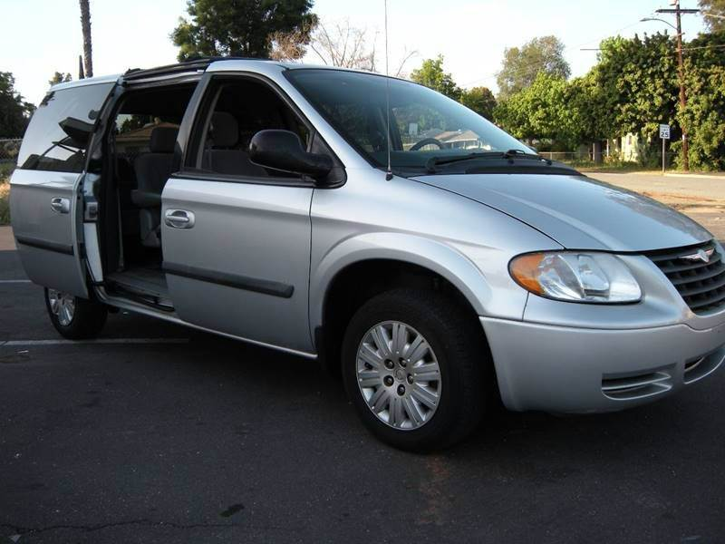 2007 Chrysler Town and Country Base 4dr Mini Van - Spring Valley CA