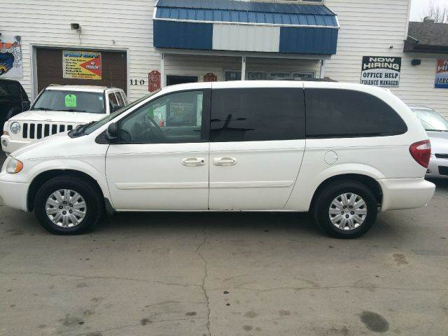 chrysler town and country for sale in grand forks nd. Black Bedroom Furniture Sets. Home Design Ideas