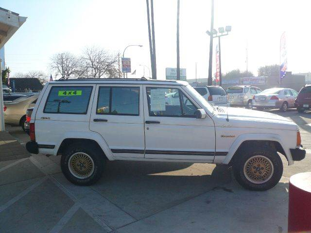 Used 1989 jeep cherokee for sale for Small car motors carson city nv