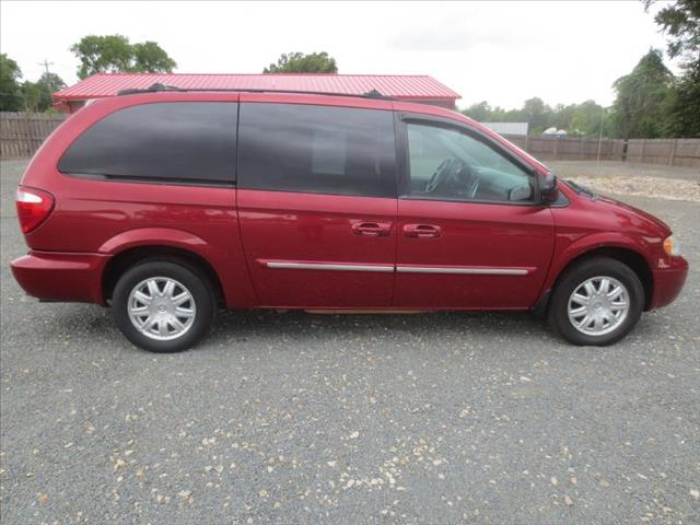 2005 Chrysler Town and Country for sale in FAYETTEVILLE NC