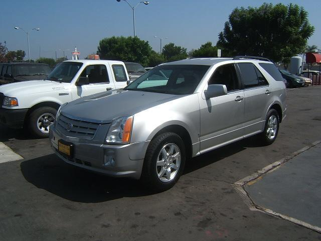 2006 CADILLAC SRX V6 silver vehicle recently serviced  smoged warranty 6 months6000 miles we