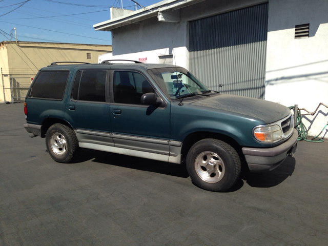 1997 FORD EXPLORER XLT 4-DOOR 2WD green vehicle recently serviced  smoged warranty 6 months600