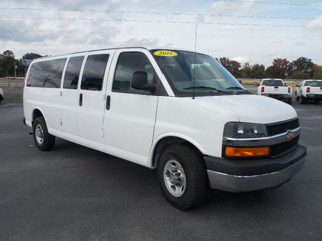 used 2011 chevrolet express lt 3500 extended 15 passenger in bryant ar at t b auto sales. Black Bedroom Furniture Sets. Home Design Ideas
