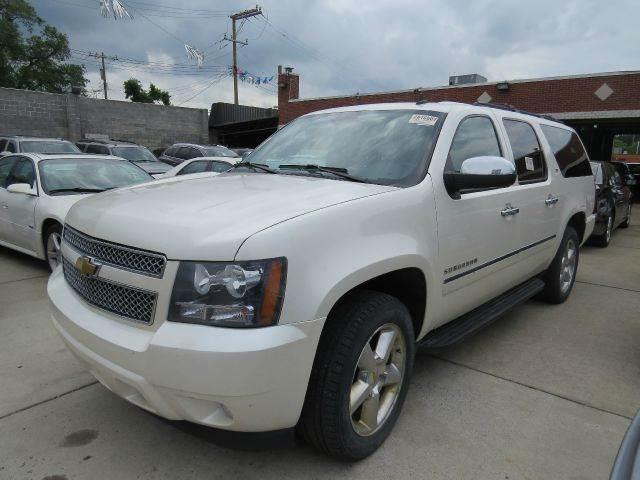 2011 Chevrolet Suburban  Miles 143688Color WHITE Stock 1033 VIN 1GNSKKE38BR211888