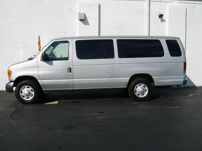2006 Ford E-Series Wagon E-350 SD XLT 3dr Extended Passenger Van - Crystal Lake IL