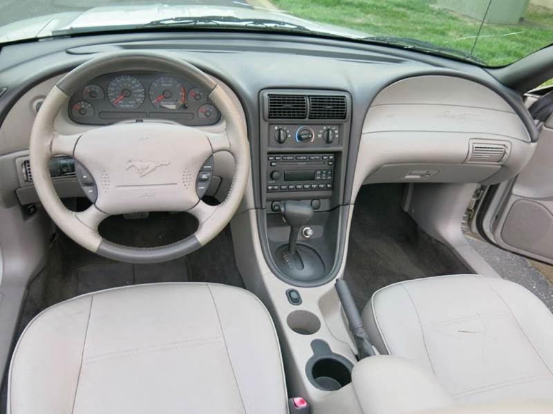 2003 Ford Mustang Deluxe 2dr Convertible - Buxton Plaza IN