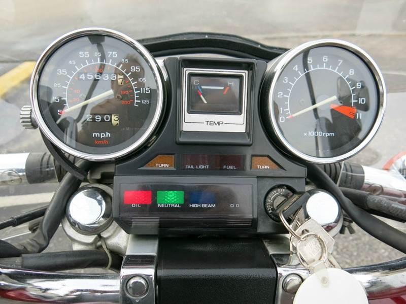 1985 Honda VF700C Magna motorcycle  - Buxton Plaza IN