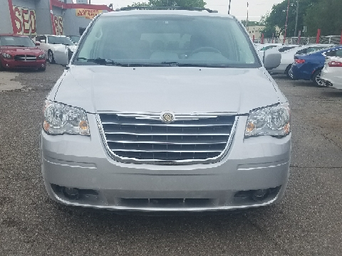 2009 Chrysler Town and Country for sale in Detroit, MI