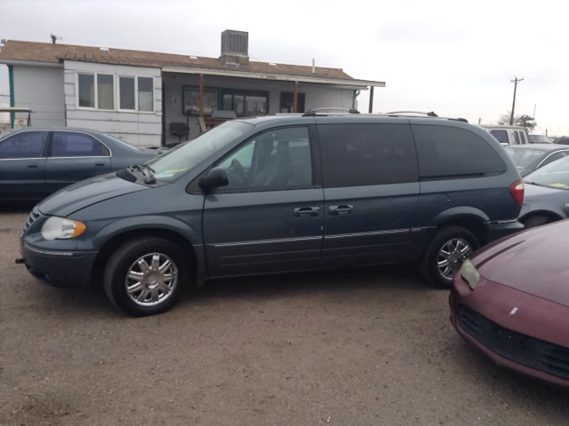 2005 chrysler town and country limited 4dr extended mini van w power moonroof in pueblo co. Black Bedroom Furniture Sets. Home Design Ideas