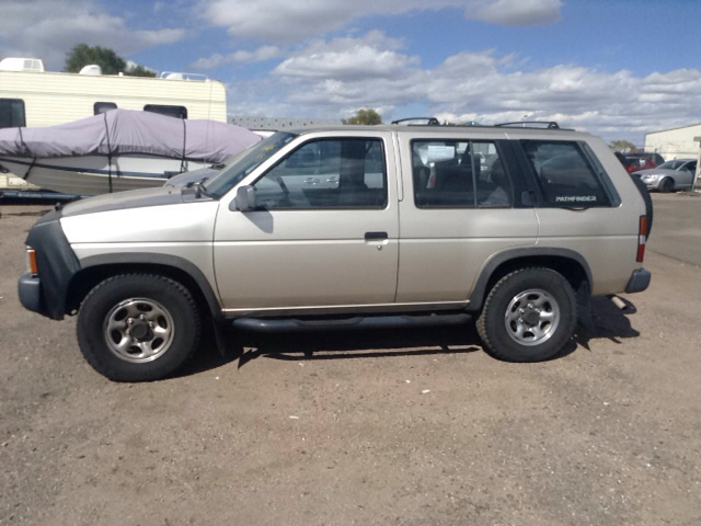 1993 nissan pathfinder xe 4dr suv in pueblo co pyramid. Black Bedroom Furniture Sets. Home Design Ideas