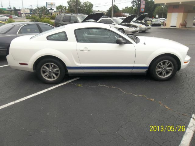 2005 Ford Mustang V6 Deluxe Coupe - Wilmington NC