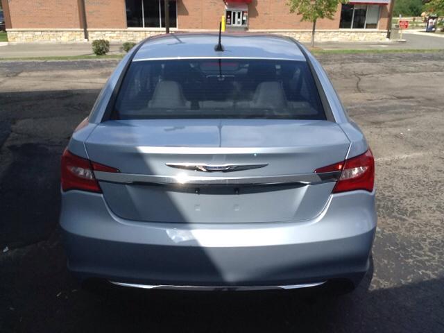 2013 Chrysler 200 Touring 4dr Sedan In Commerce Township