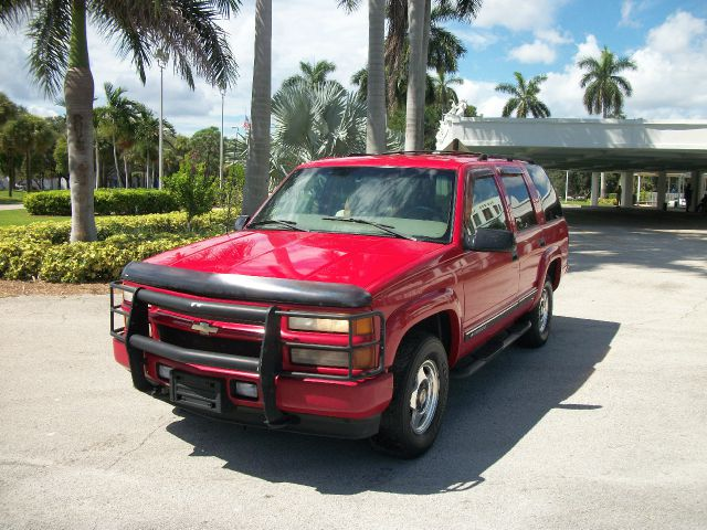 2000 CHEVROLET TAHOE 4WD unspecified 4wdawdabs brakesamfm radioanti-brake system 4-wheel abs
