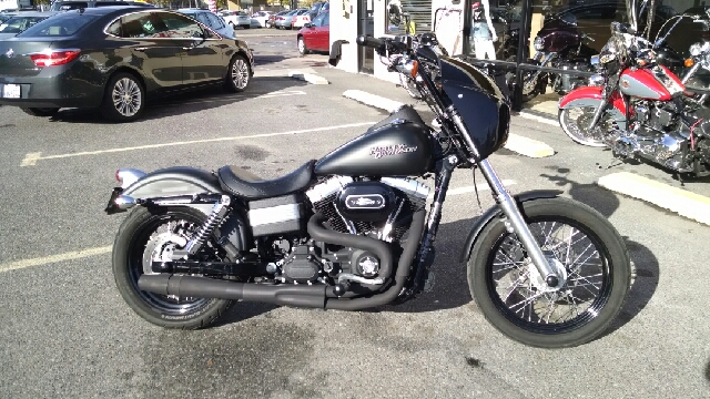 2012 HARLEY-DAVIDSON DYNA STREET BOB black wow this is a great looking soa clone black t-bars s