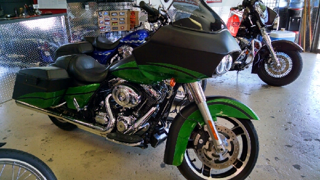 2012 HARLEY-DAVIDSON ROAD GLIDE FLTRX blackgreen wow wow wow this is one cool road glide  ful