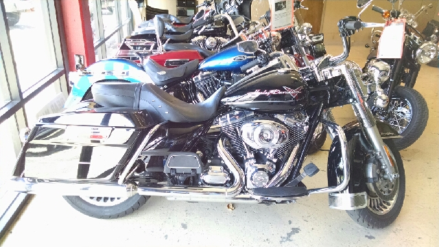 2012 HARLEY-DAVIDSON ROAD KING UNSPECIFIED black what a great bike in almost new condition and al