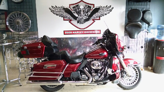 2009 HARLEY-DAVIDSON ULTRA CLASSIC ELECTRA GLIDE FLHTCU red what a beautiful motorcycle this is 2