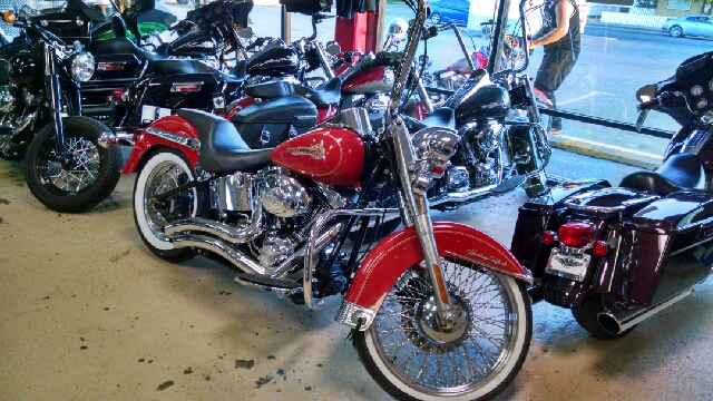 2006 HARLEY-DAVIDSON HERITAGE SOFTAIL FLST red wow what a nice bike lots of extras and lots of c