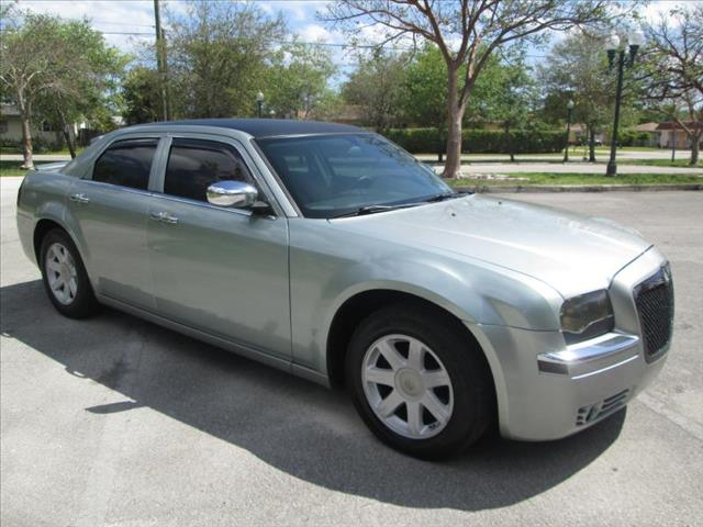 2006 CHRYSLER 300 green managers special  runs perfect low miles clean title sport