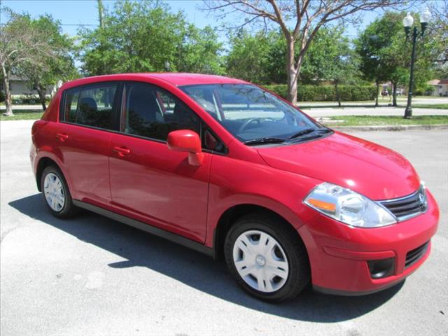 2011 NISSAN VERSA red clean title one owner runs like new no accidents power windows