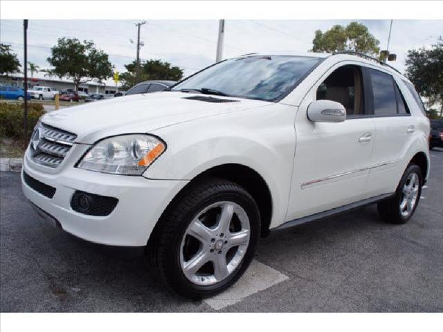 2008 MERCEDES-BENZ M-CLASS white one of a kind vehicle perfect color runs perfect one ow
