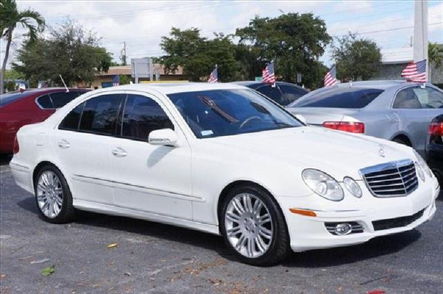 2008 MERCEDES-BENZ E-CLASS white runs perfect one owner non smoker leather interior p