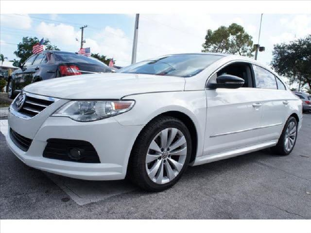 2009 VOLKSWAGEN CC SPORT white perfect condition runs perfect one owner non smoker le
