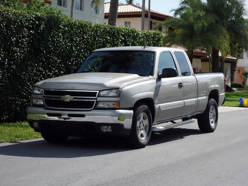 2007 CHEVROLET SILVERADO 1500 CLASSIC LT1 4DR EXTENDED CAB 58 FT SB silver 2-stage unlocking -
