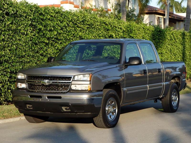 2007 CHEVROLET SILVERADO 1500 CLASSIC LS2 4DR CREW CAB 4WD 58 FT SB gray 2-stage unlocking - re