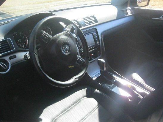 2013 Volkswagen Passat SE 4dr Sedan 6A w/ Sunroof and Navigation - Denver CO