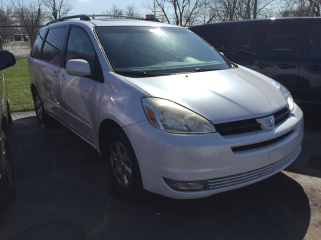 2004 Toyota Sienna XLE Limited 7 Passenger 4dr Mini Van - Franklin IN