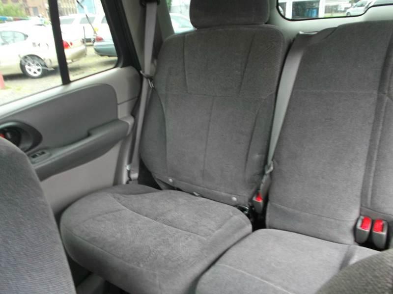 2004 Chevrolet TrailBlazer LS 4WD 4dr SUV - Hawthorne NJ