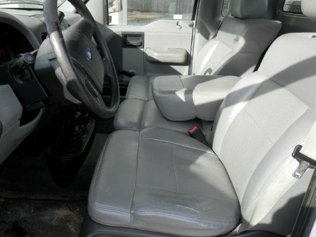 2005 Ford F-150 XL 2dr Regular Cab 4WD Styleside 8 ft. LB - Edgewood IA