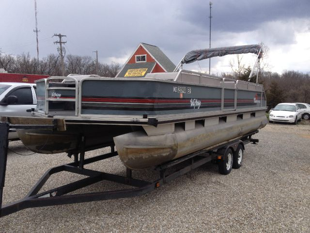 1990 TRACKER PONTOON