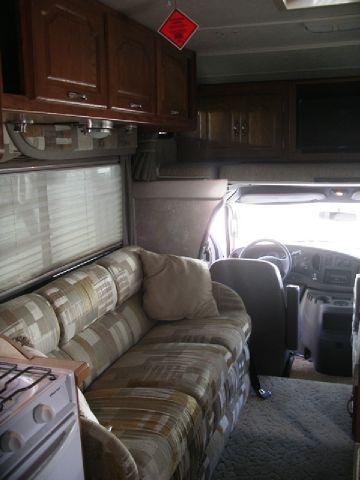 2004 Coachmen Class C Leprechaun  305MB E450 V10 - Springville NY