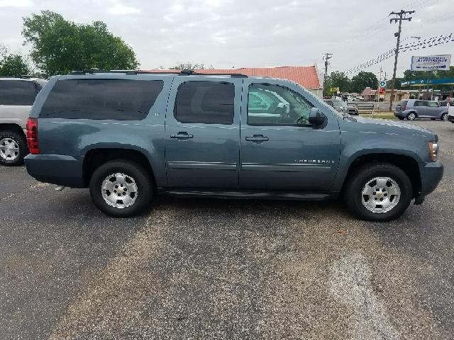 2009 Chevrolet Suburban 4x2 LT 1500 4dr SUV w/ 1LT - Gladewater TX