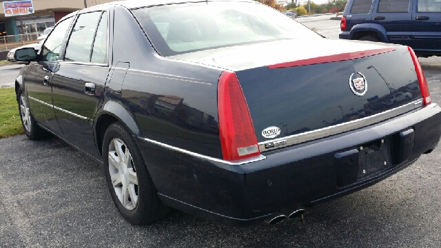 2006 cadillac dts luxury ii 4dr sedan in chicago il west end auto inc. Black Bedroom Furniture Sets. Home Design Ideas